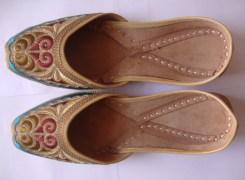 Ethnic Rajasthani ColourFul Embroidered MADSO148 Mojari